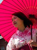 振袖に着替えて札幌の街を散策♪ 旅行の思い出を写真に残してみませんか? プロのカメラマンがお客様に同行させて頂き、札幌の美しい景色や四季折々の季節感など観光地特有の地形メリッ トを最大限に表現した写真を撮影いたします。北海道を知り尽くし た当店だからこその着物に似合う撮影スポットを多数ご用意してあ ります。